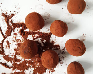 Easy Vegan Chocolate Cashew Truffles with only 5 ingredients